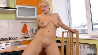 Sultry blonde slut Luba Luve loves pinpointing will not hear of cunt in the kitchen