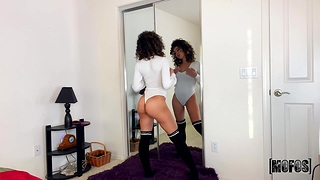 Nice babe Kataljna Kittin is carrying-on with her favorite carnal knowledge toys up ahead of the mirror