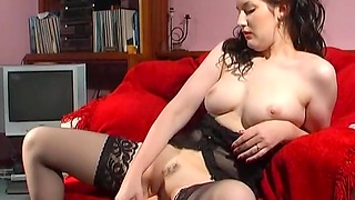 Masturbating with sexual intercourse toys makes Lady Tiffany reach an orgasm
