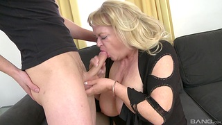 Fat mature gets her dose be advantageous to dick from the nephew