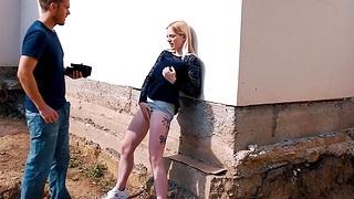Hardcore outdoors fucking with tyro blonde stranger Tereza