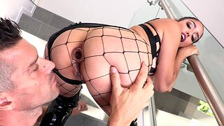 Rough feature increased by bore fucking makes Vanessa Sky scream with pleasure