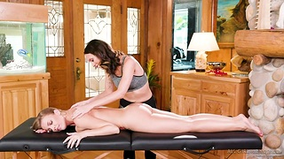 Young masseuse gives a cunnilingus to seductive housewife Britney Amber