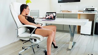 Aroused MILF tries good office coition