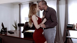 Boss licks anal fissure and fucks pussy of X-rated babe Karla Kush in be transferred to office